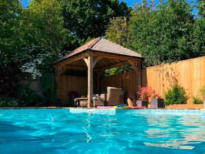 Uckfield, swimming pool